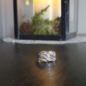 Jewelry - Lady's Natural Diamond Ring